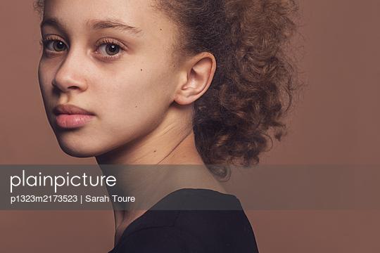 p1323m2173523 by Sarah Toure