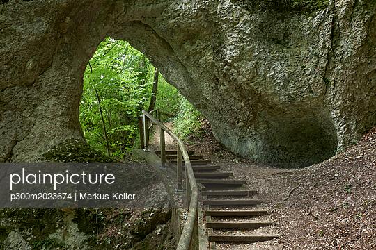 Germany, Inzigkofen, rock tunnel - p300m2023674 von Markus Keller