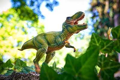 Tyrannosaurus - p587m1055242 by Spitta + Hellwig