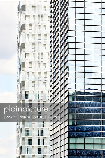 Moderne Wohntürme - p587m1155078 von Spitta + Hellwig
