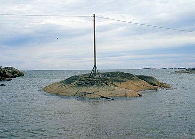 Pylon on the islet - p3221313 by Kimmo von Lüders