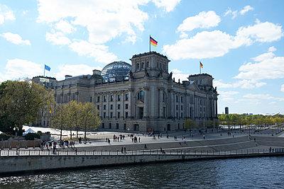 Reichstag building  - p851m1528918 by Lohfink