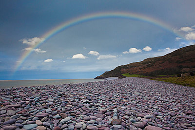 Rainbow - p1057m1010269 by Stephen Shepherd