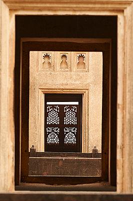 Verzierte Fenster in einem Palast - p1259m1111453 von J.-P. Westermann