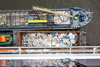 Waste disposal at sea - p834m1137468 by Jakob Börner