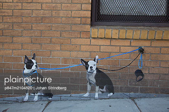 Graffiti Of Two Dogs On Brick Wall   - p847m2104820 by Johan Strindberg