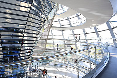 The Dome by Norman Foster, Reichstag Parliament Building, Berlin, Germany, Europe - p871m1498493 by Vincenzo Lombardo