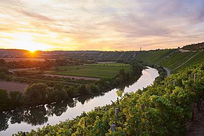 Romantischer Sonnenuntergang am Neckar - p430m2026466 von R. Schönebaum