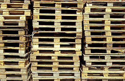 Wooden pallets - p0190074 by Hartmut Gerbsch