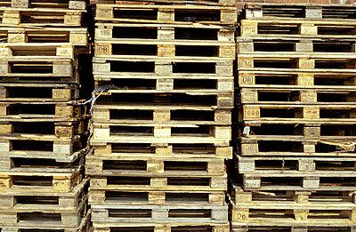 Gestapelte Holzpaletten - p0190074 von Hartmut Gerbsch