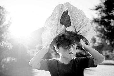 Junge in der Natur - p1308m1136818 von felice douglas
