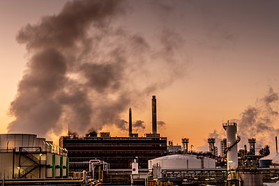 Chemical industrial plant - p401m2228375 by Frank Baquet