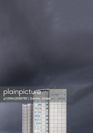 Hochhaus in Rotterdam - p1256m2099750 von Sandra Jordan