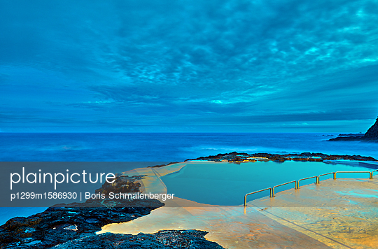 Swimmingpool direkt am Meer - p1299m1586930 von Boris Schmalenberger