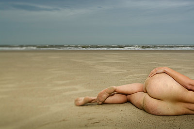 Nude at the beach - p1132m925483 by Mischa Keijser
