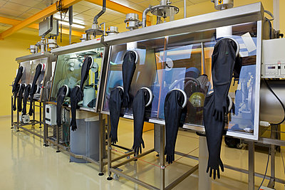 Hanging gloves at ESRF - p1558m2133136 by Luca Casonato