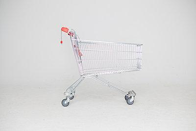 Shopping trolley - p1303m1127667 by Ansgar Schwarz
