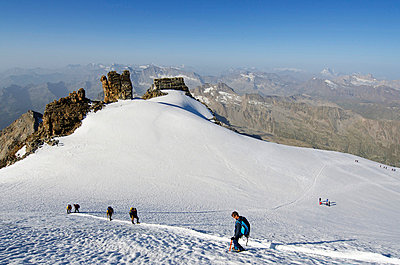 Europe, Italy, Aosta Valley, Gran Paradiso National Park, Gran Paradiso, 4061m, highest peak entirely in Italy - p652m716775 by Christian Kober