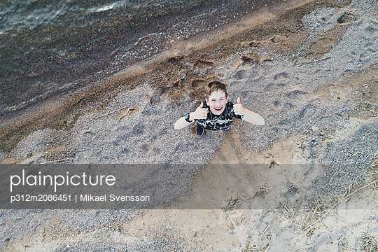 Smiling boy on beach - p312m2086451 by Mikael Svensson