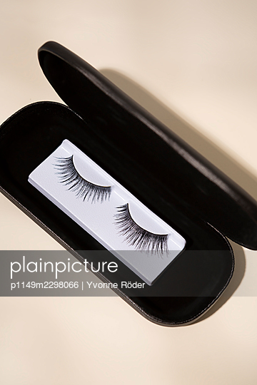 Fake lashes - p1149m2298066 by Yvonne Röder