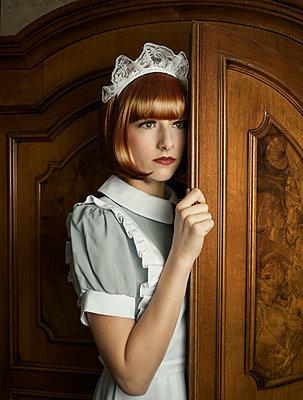 Zimmermädchen im Schrank - p1376m1486898 von Melanie Haberkorn