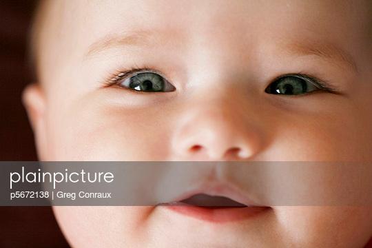 Freundliches Baby - p5672138 von Greg Conraux