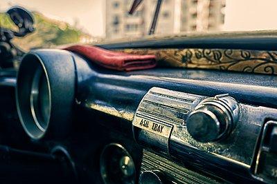Oldtimer dashboard - p1171m1461927 by SimonPuschmann