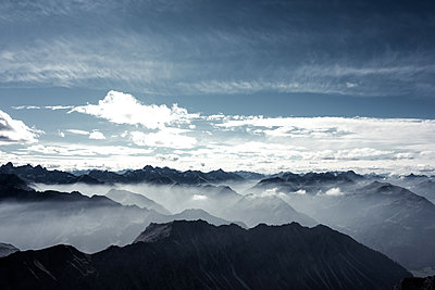 Looking out on Nebelhorn - p354m1133786 by Andreas Süss