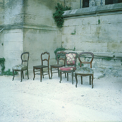 Alte Stühle - p1063m2045313 von Ekaterina Vasilyeva