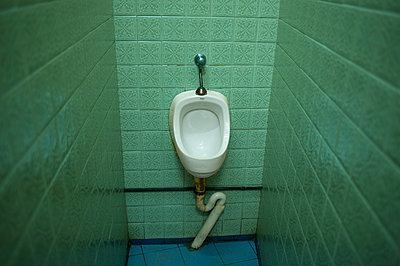 Toilet - p427m1049962 by R. Mohr
