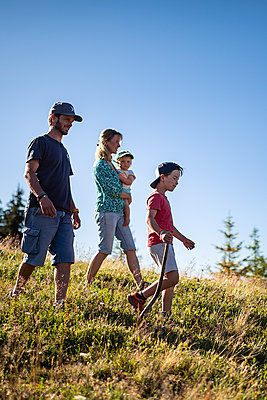 Family goes on a hike in the mountains, France - p1007m2219944 by Tilby Vattard
