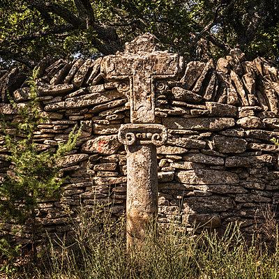 Stone Cross - p1154m2092949 by Tom Hogan