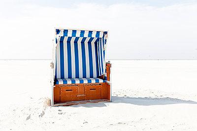 Beach chair - p248m1020072 by BY
