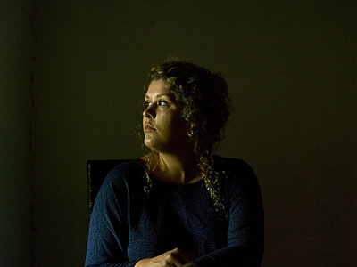 Frau, Porträt - p945m1497398 von aurelia frey