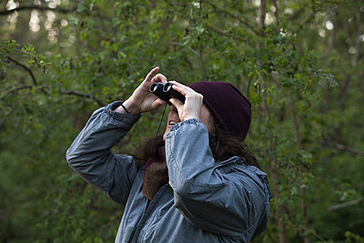 Woman with binoculars as a birdwatcher - p1291m2181566 by Marcus Bastel