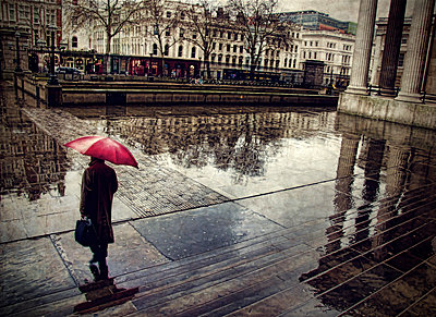Rainy weather in London - p1445m2148347 by Eugenia Kyriakopoulou