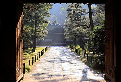 Inner sanctum of the Sankeien Garden, Yokohama, Tokyo, Japan, Asia - p871m1206594 by David Pickford