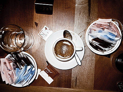 Cortado cup on cafe table - p92411568 by Andrea Bakacs