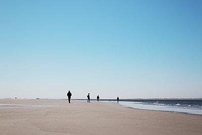 Menschen am Strand - p1574m2145030 von manuela deigert