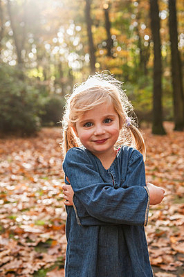 Child in autumn - p830m881218 by Schoo Flemming