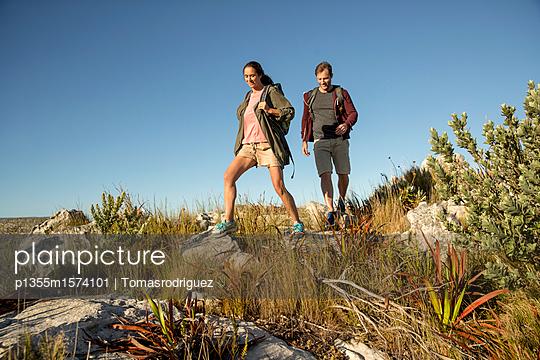 Paar auf einer Bergtour - p1355m1574101 von Tomasrodriguez