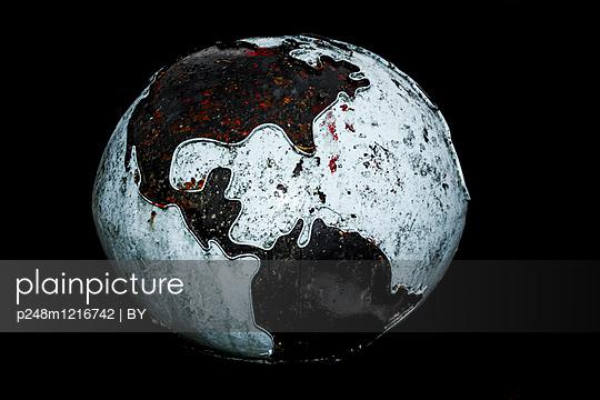 Weltkugel mit Amerika - p248m1216742 von BY