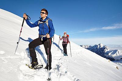 Schneeschuhwandern - p1272m1083348 von Steffen Scheyhing