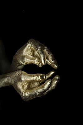Gold Finger - p427m1110708 von R. Mohr