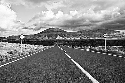 Landstraße auf Lanzarote - p913m1466234 von LPF