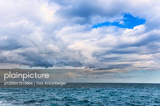 p1205m1515864 by Toni Anzenberger