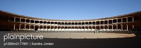 Ronda Bullring, blue sky, Ronda, Spain - p1256m2177851 by Sandra Jordan