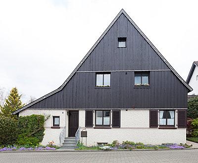 """Haus in der Arbeitersiedlung """"Dahlhauser Heide"""" in Bochum - p105m1025442 von André Schuster"""