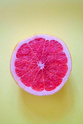 Grapefruit - p1228m1137763 by Benjamin Harte