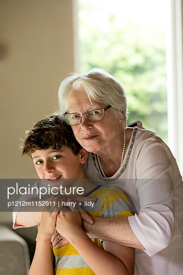 Oma und Enkel - p1212m1152911 von harry + lidy